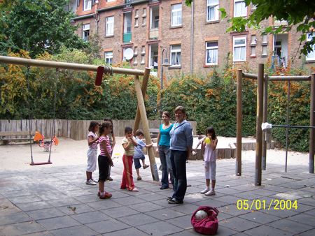Spiele-Nachmittag mit Hofkindern September 2006
